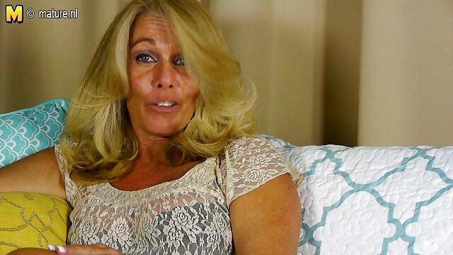 Une prof aux gros seins video porno eleve baise sur la table avec un élève délinquant
