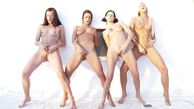 Le maître a poussé un gros poussin avec d'énormes video film erotique traites