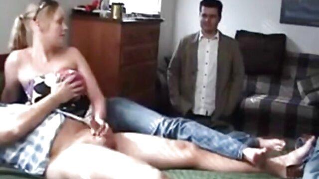 Un jeune fétichiste a secrètement filmé video porno francai les jambes de la fille