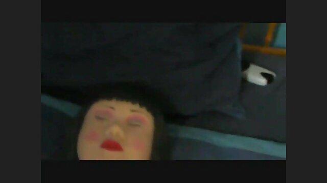 La video film erotique japonaise à la poitrine plate Kairi se fait baiser par un homme