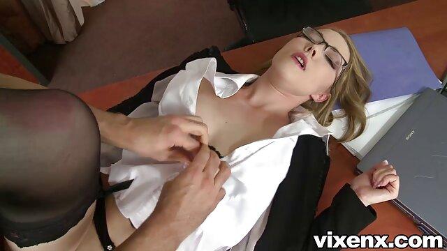 Une video gratuite de porno fille caresse son clitoris dans la nature et se met à l'orgasme