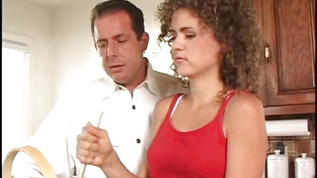 Deux lesbiennes vidèo porno actives se font kuni