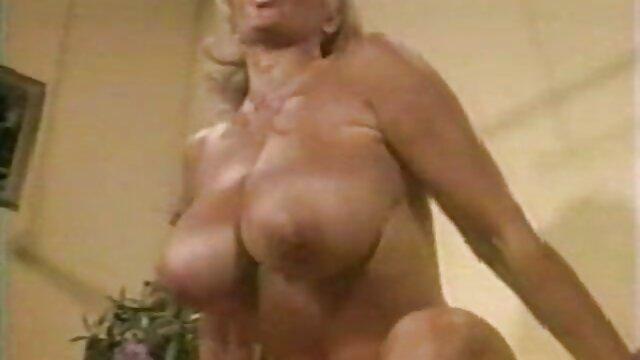 Belle brune a une video vintage brigitte lahaie bite dans le couloir d'un mexicain