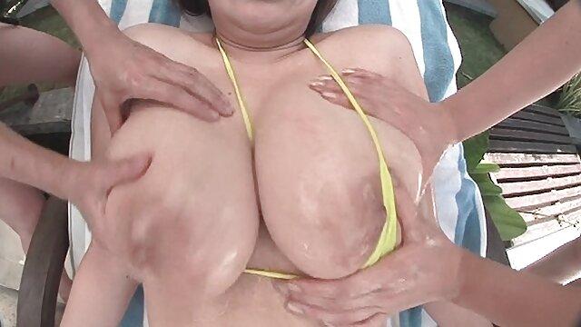 Olya s'est déshabillée sur la video porno vintage italien plage et n'a aucune idée qu'elle est filmée