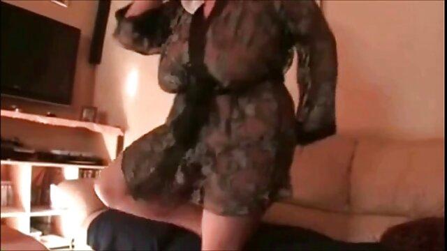 Jeune garçon baise video porno vintage italien une milf détendue