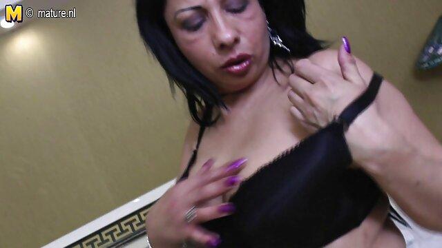 Mari vieillissant cum dans la bouchée de sa video porno de dingue femme