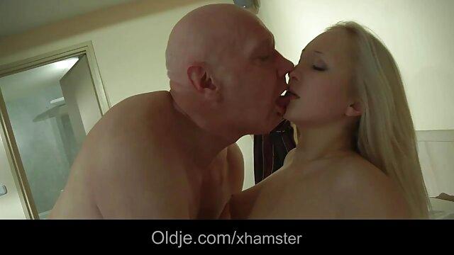La mariée se fait bien video nik porno baiser avec des doigts habiles